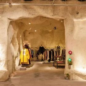 原始洞穴風格服裝店面效果圖