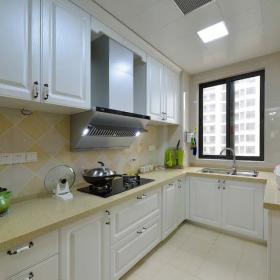 美式風格廚房窗戶設計圖片