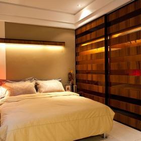 現代簡約四居裝修臥室圖