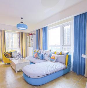 地中海客厅窗帘色彩搭配图片