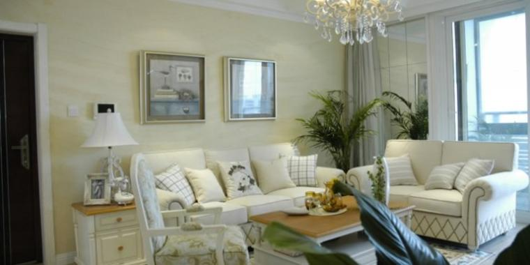 120平米温馨欧式风格客厅沙发照片墙设计