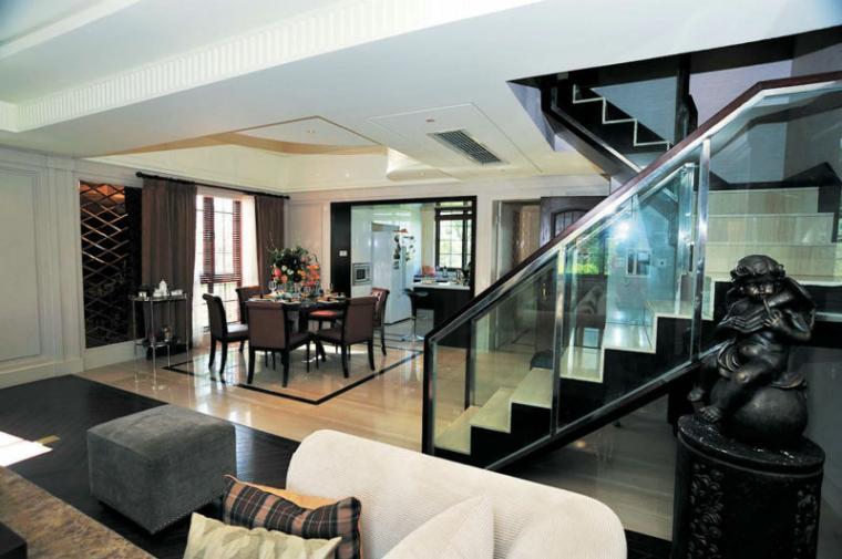 130平米欧式时尚客厅楼梯装修效果图