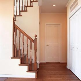 簡約歐式風格過道樓梯裝修圖片簡約歐式風格實木樓梯圖片裝修效果圖