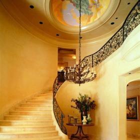 鐵藝樓梯扶手豪華別墅扶手吊燈過道歐式吊頂289㎡歐式風格豪華別墅樓梯設計圖片裝修效果圖