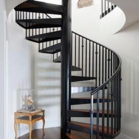 房間歐式風格一層半小別墅唯美室內旋轉樓梯效果圖