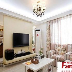 80平米新房美式田园室内错层客厅石膏板吊顶电视隔断墙设计效果图