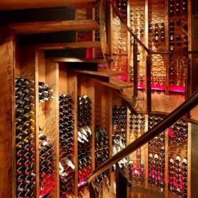 旋轉樓梯酒窖設計效果圖