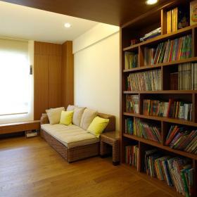 簡約風格二居室10-15萬90平米客廳地臺書架新房家裝圖