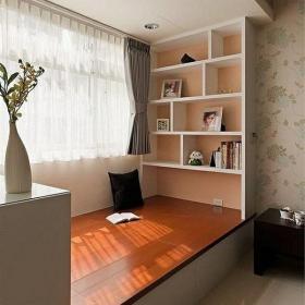 书架地台壁柜窗帘阳台榻榻米简约风格主卧室阳台装修效果图