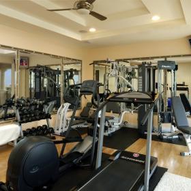 現代簡約風格別墅地下室健身房裝修效果圖