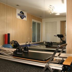 現代風格別墅地下室健身房裝修效果圖