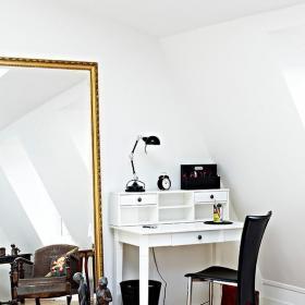 現代躍層書房書桌看鏡子如何裝扮小巧閣樓裝修效果圖