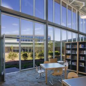 學校圖書館落地窗裝修效果圖