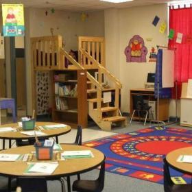 幼兒園課桌椅效果圖片