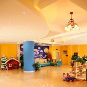 混搭风幼儿园室内活动室黄色墙壁房屋装修效果图大全