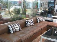 客厅棕色皮沙发图片欣赏效果图