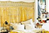 """黄色110㎡三居床客厅背景墙满是贵气的""""黄金卧室效果图欣赏"""
