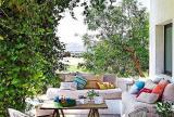 乡村沙发入户花园绿色花园中休闲的客厅设计效果图