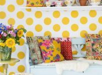 单身公寓客厅背景墙清新爽朗的黄色家居空间效果图