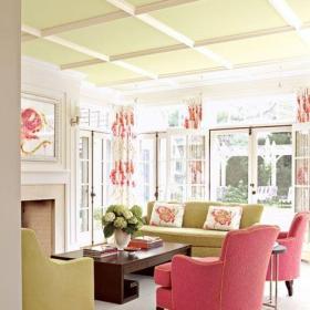 粉色系沒有陽臺的客廳裝修效果圖