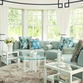 客厅华丽的沙发和窗帘效果图