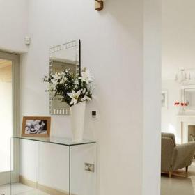 简约客厅三居室清新简约风格客厅白色实体墙隔断实景图效果图