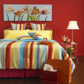 婚房布置上用品二居臥室床客廳背景墻紅色的婚房設計效果圖