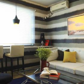 小戶型歐式風格客廳沙發背景壁紙裝修效果圖
