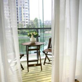 客厅阳台白色窗帘装修效果图