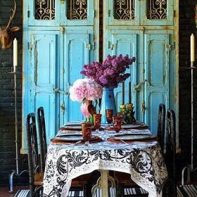 客廳背景墻別墅餐桌餐椅藍色門板前的歐式餐廳效果圖大全