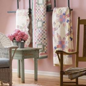 客廳背景墻地毯粉色嫩氣背景做舊家具的混搭效果效果圖