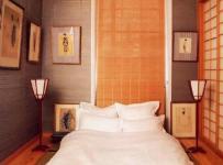 榻榻米日式小户型客厅背景墙鲜亮的橙色卧室空间装修效果图