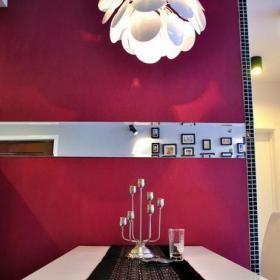 红色婚房布置80㎡现代客厅背景墙餐厅背景墙与吊顶的魅力装修效果图