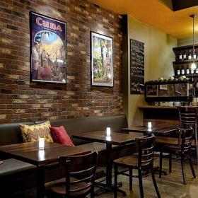 酒柜吧臺沙發主題酒吧吧臺現代工裝主題酒吧時尚動感的酒吧設計裝修效果圖