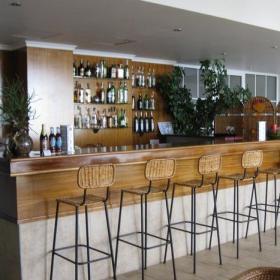 复古小酒吧室内吧台设计效果图