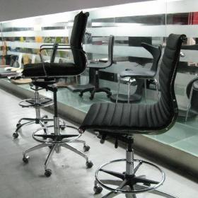 现代豪华时尚酒吧椅效果图