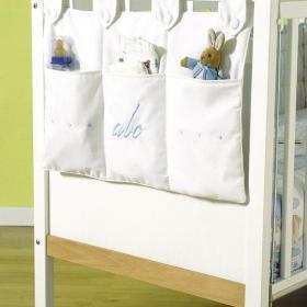 兒童房家居收納白色嬰兒床上的萬能收納袋效果圖大全