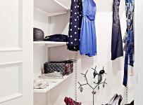 北歐單身公寓衣柜家居收納散發知性感覺的小衣帽間效果圖