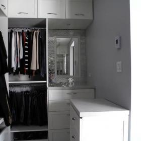 白色衣柜衣帽間效果圖