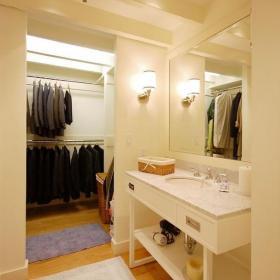 簡歐風格步入式衣帽間裝修圖片簡歐風格衛浴柜圖片效果圖欣賞