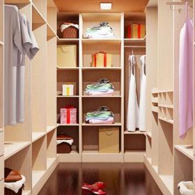 現代大戶型家居收納整潔的衣帽間美得就像一幅畫效果圖欣賞