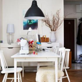 小户型餐厅餐桌餐椅北欧集工作与用餐为一体的餐桌装修效果图