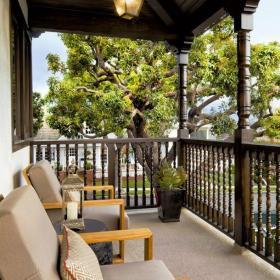 歐式復式樓沙發透著古典之感的陽臺空間效果圖欣賞