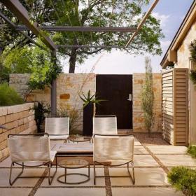 实木门花园休闲椅露台简约风格露天阳台花园装修效果图简约风格椅凳图片