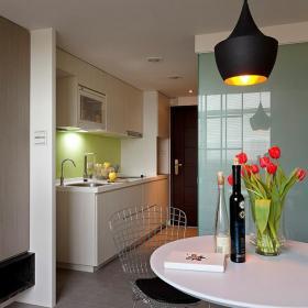 柜子新房吊燈餐椅簡約復式公寓餐臺簡潔自然的餐廳裝修圖片效果圖欣賞