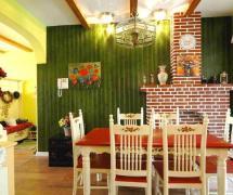 清新自然的餐厅绿色背景墙设计装修效果图