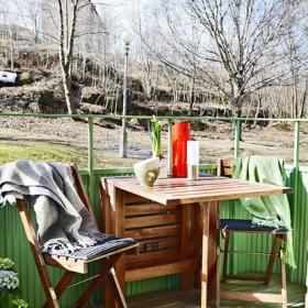 單身公寓餐桌餐椅入戶花園實木家具嫩綠色在小小花園角落里發芽效果圖欣賞