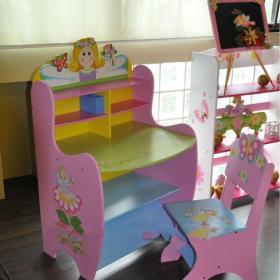 家居時尚粉色學習桌效果圖