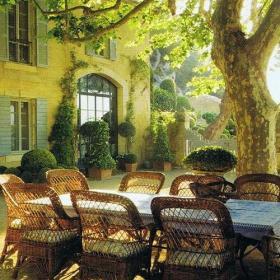 綠色歐式復式樓餐桌餐椅入戶花園花園里的餐廳設計效果圖