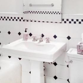 簡約公寓衛生間洗手盆圖片
